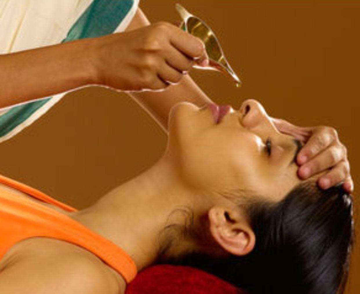 PunjabKesari, Nari, पंचकर्म नस्य शिरोधारा थेरेपी, Dust Allergy, Health Tips Image