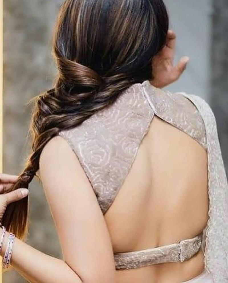 PunjabKesari,Back Less Blouse Design with Gota Pati image,  बेकलेस ब्लाउज विद गोट्टा स्ट्रिंग इमेज