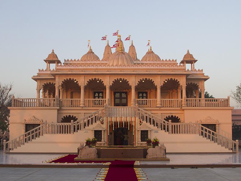 PunjabKesari, Flower Holi, Akshardham temple, Akshardham temple Holi