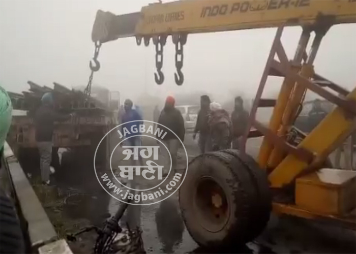 PunjabKesari, accident due to dense mist, vehicles collided with each other