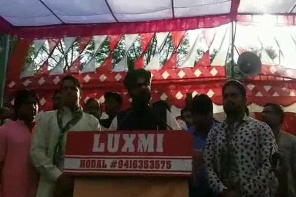 PunjabKesari, Porn Dance, Money, Dushyant chotala image