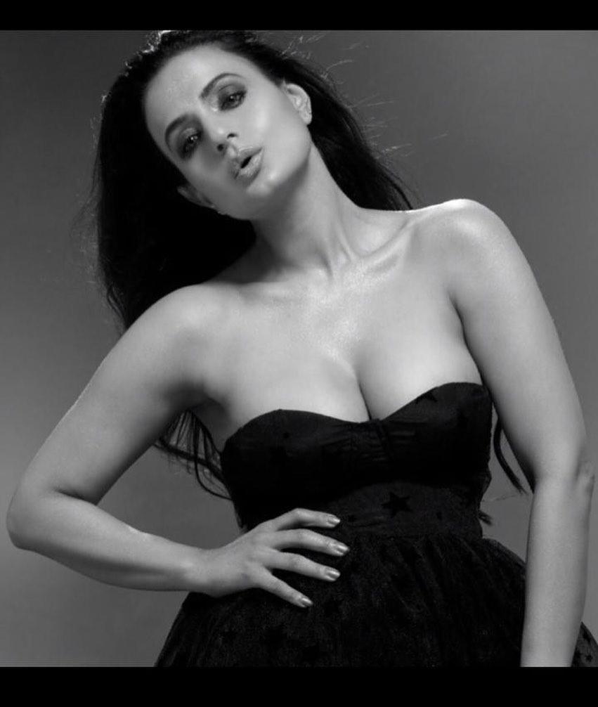 Bollywood Tadka,ameesha patel photo, amisha patel image, अमीषा पटेल फोटो,अमीषा पटेल इमेज