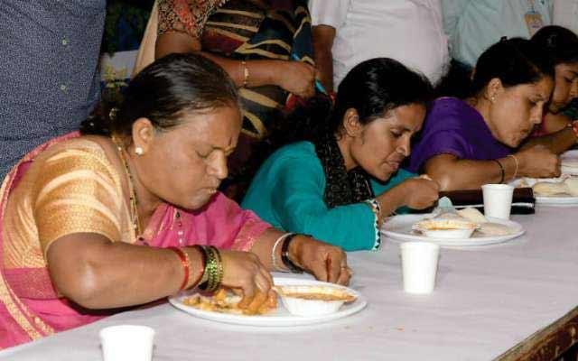 PunjabKesari,Nari, Idli eating competition, Sarojamma, Mysuru, Karnatka