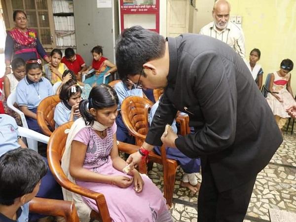 PunjabKesari, Jabalpur, Rakshabandhan, Collector Bharat Rawat, Blind Girls School, Bhanwratal Udyan, Right Town, Madhya Pradesh, Punjab Kesari