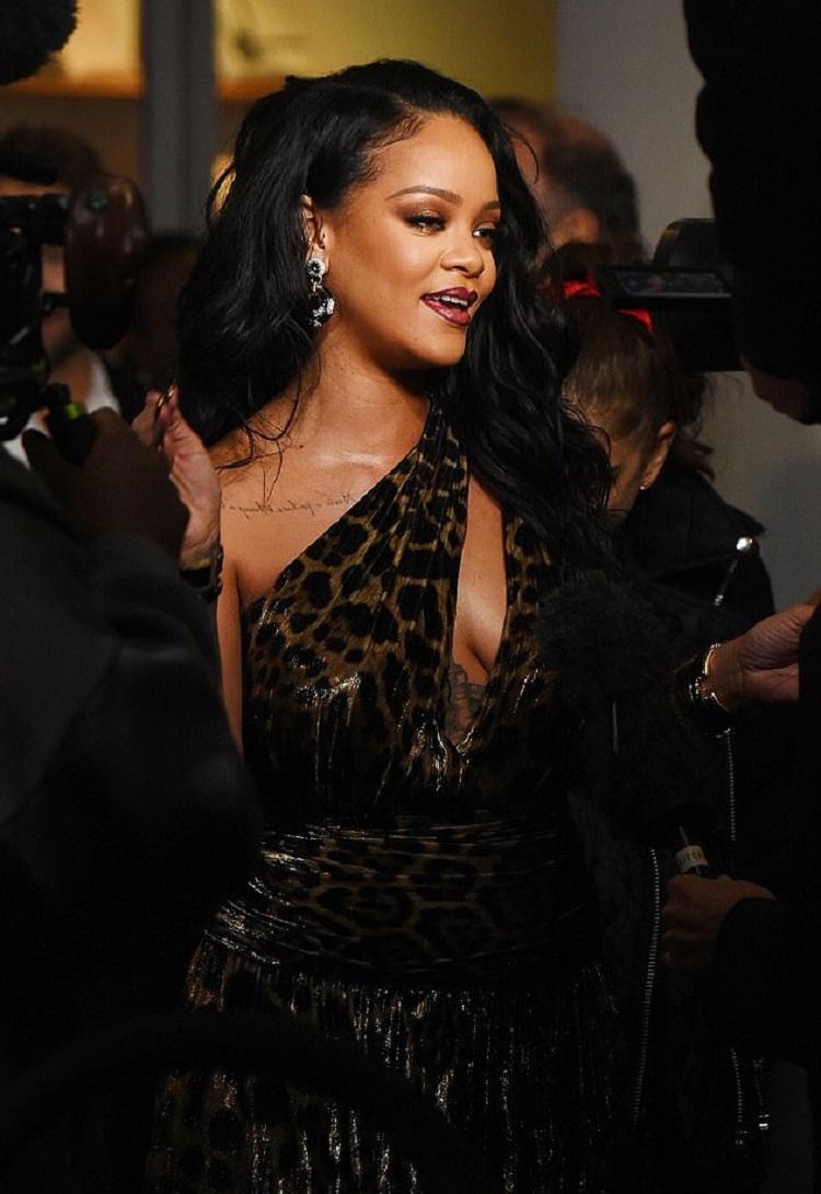 Bollywood Tadka,Rihanna image,  Rihanna photo,  Rihanna picture