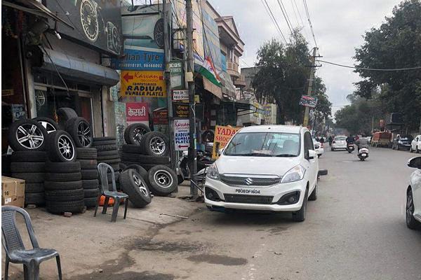PunjabKesari, Repair of vehicles on road made traffic jam