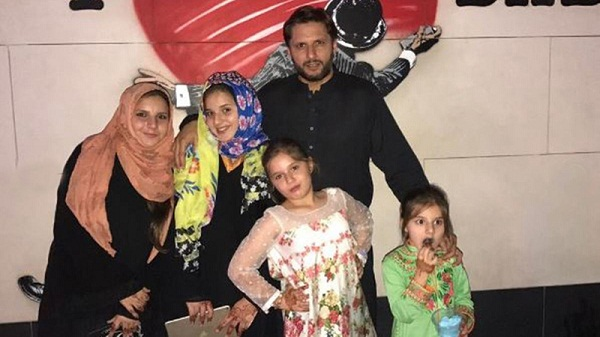 little-pari-came-to-house-pakistan-cricketer-afridi-father-of-fifth-daughter