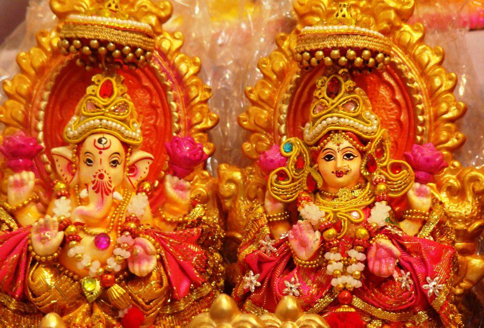 Punjab Kesari, Diwali 2020, Diwali, Devi Lakshmi, Goddess Lakshmi, Diwali Worship, Diwali Puja, Diwali Devi Lakshmi Worship, Goddess Lakshmi Worship Benefits, Devi Lakshmi Picture, Vastu Shastra, Vastu Dosh, Devi lakshmi puja Vastu