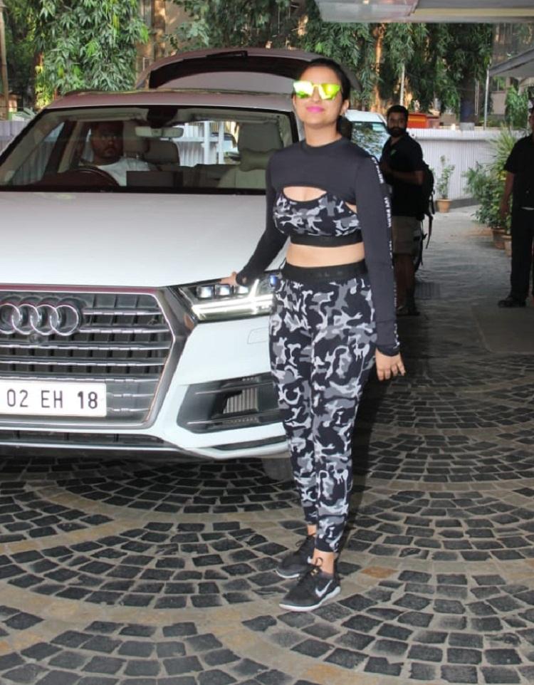 Bollywood Tadka,parineeti chopra image,  parineeti chopra photo, parineeti chopra pictures