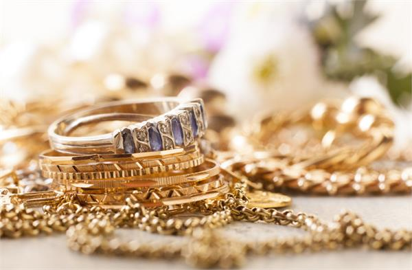 1 30 crore gold seized from passengers arriving from dubai at airport