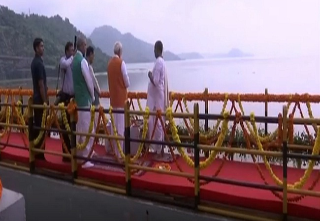 PunjabKesari, Pm modi Birthday, Pm Modi Visits Narmada River, Pm modi, narendra modi, Narmada, नर्मदा, नर्मदा नदी, Narmada River