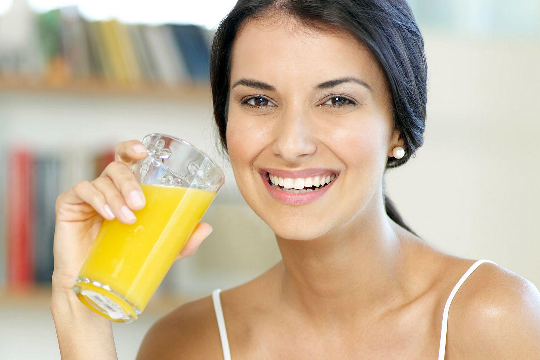 PunjabKesari, Nari, Diabetes Image, women drink juice, Healthy lifestyle, डायबिटीज