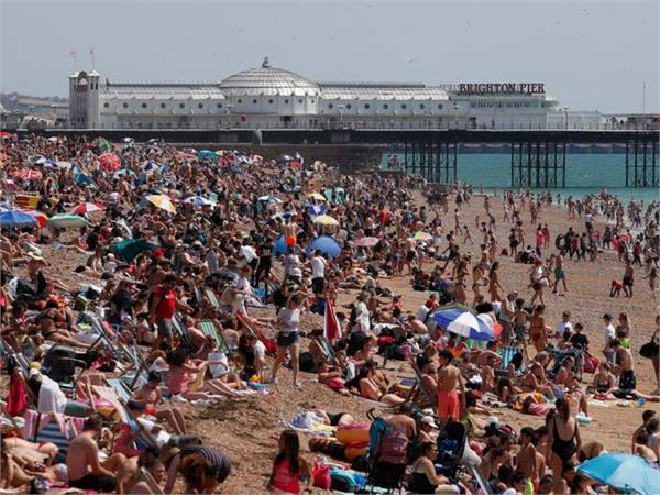 english beaches packed despite covid 19 social distancing plea