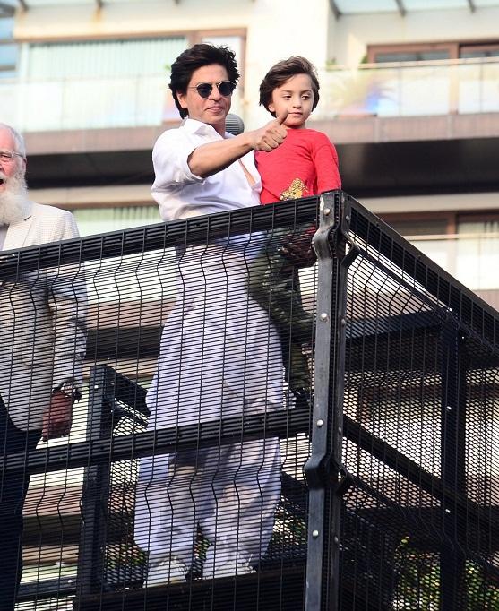 Bollywood Tadka, शाहरुख खान इमेज, शाहरुख खान फोटो, शाहरुख खान पिक्चर, अबराम खान इमेज, अबराम खान फोटो, अबराम खान पिक्चर