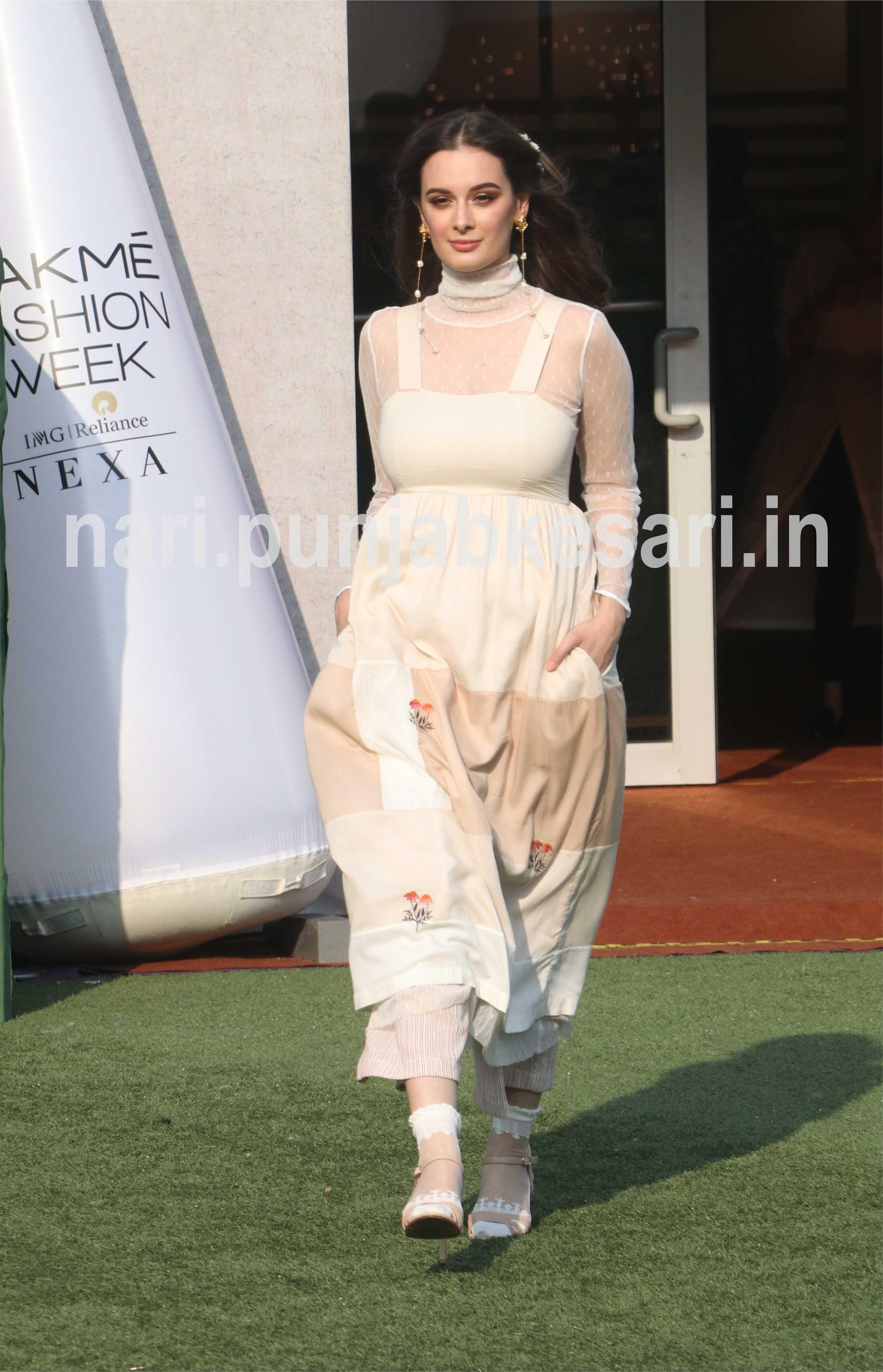 PunjabKesari, Nari, Lakme Fashion Week image, LFW19 Day2