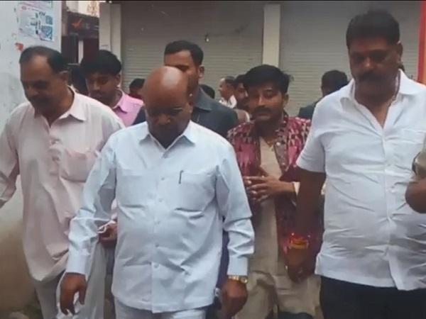 PunjabKesari, BJP worker, mother dead, Union minister Thavarchandra Gehlot, Barod, Agar Malwa, Madhya Pradesh, Punjab Kesari