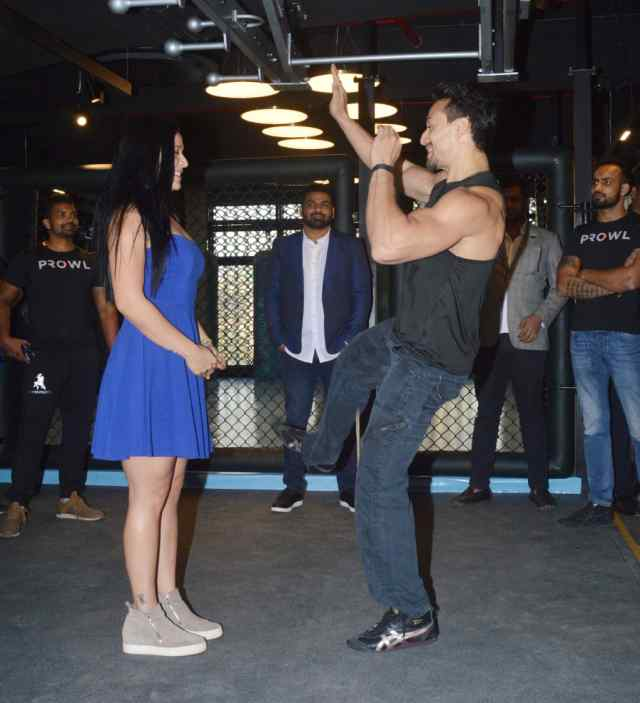 PunjabKesari, टाइगर श्रॉफimage,कृष्णा श्रॉफ image, मिक्सड मार्शल आर्ट्स जिम लॉन्च image,हाॅट लुक image