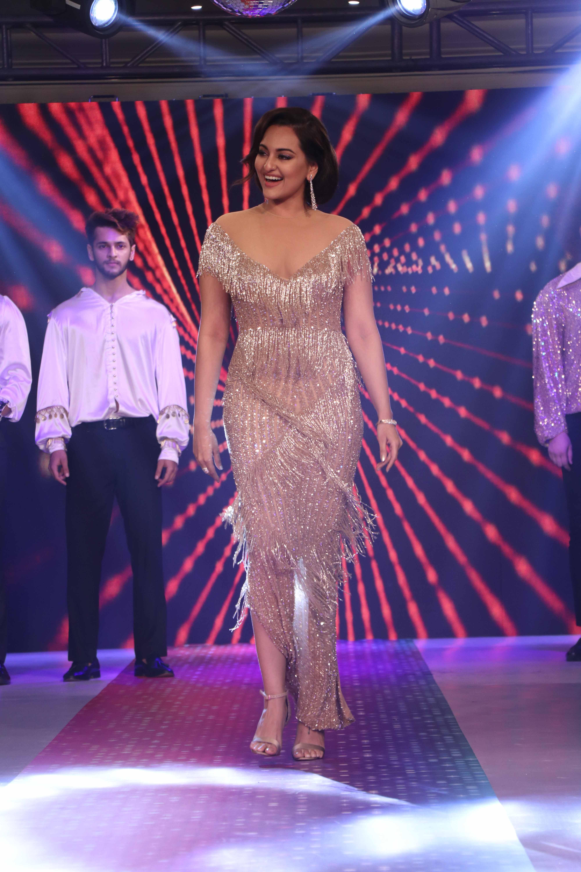 Bollywood Tadka,सोनाक्षी सिन्हा इमेज,सोनाक्षी सिन्हा फोटो, सोनाक्षी सिन्हा पिक्चर,
