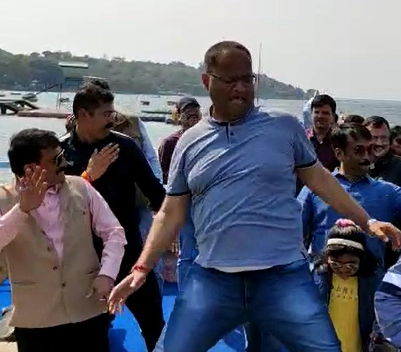 PunjabKesari,  Dance in Madhya Pradesh, Bhopal, Jabalpur News, SP Amit Singh's dance, Bala Bala song Upload