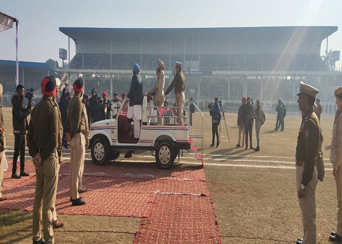 PunjabKesari, Cabinet Minister Randhawa hoisted the national flag in Jalandhar