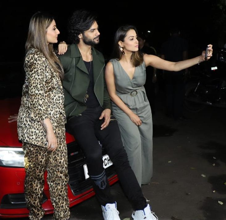Bollywood Tadka, अनीता हसनंदानी इमेज, अनीता हसनंदानी फोटो, अनीता हसनंदानी पिक्चर, उर्वशी ढोलकिया इमेज, उर्वशी ढोलकिया फोटो, उर्वशी ढोलकिया पिक्चर, विशाल सिंह इमेज, विशाल सिंह फोटो, विशाल सिंह पिक्चर