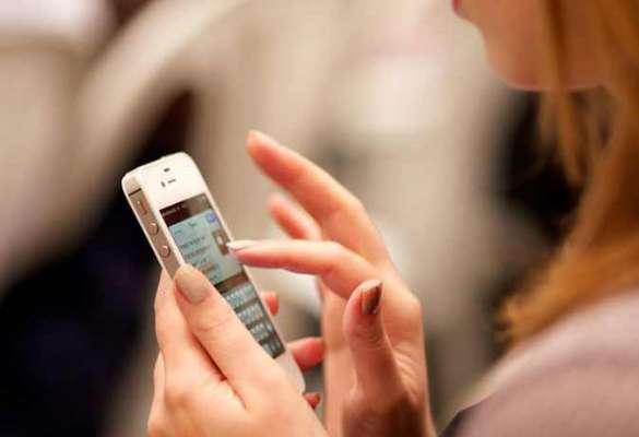 PunjabKesari, Checking Mobile, Women Checking Partner Mobile