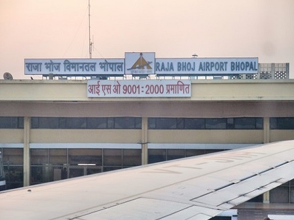 PunjabKesari, Madhya Pradesh News, Bhopal News, BJP MP Sadhvi Pragya, Rajbhoj Airport, Sadhvi Pragya sitting on dharna, Sadhvi Pragya's sit-in