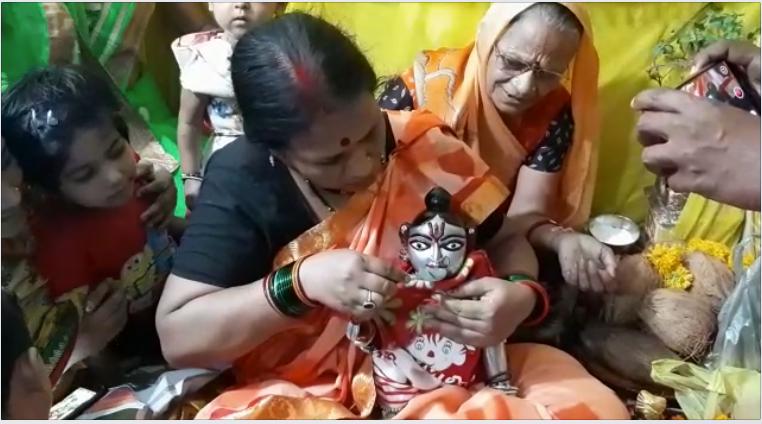 Kundli Tv, Bal gopal, Sri Krishan, Bal gopal drinking milk and tea, viral video, Ratlam, Bal Gopal, laddu gopal, रतलाम, lord krishna, india mystery in hindi, Shree Krishna, Krishna Story, madhya pradesh