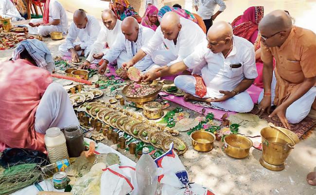 PunjabKesari, Pitru paksha, Pitru paksha 2019, सर्वपितृ अमावस्या,Sarvpitru Amavasya, पितृ पक्ष, पितृ पक्ष 2019, श्राद्ध, पिंडदान, पितृ तर्पण, Pinddaan, Pitru Tarpan