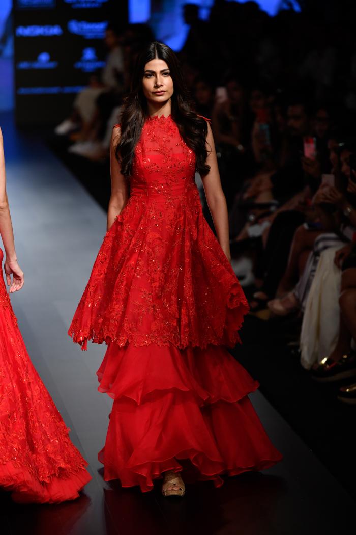 PunjabKesari, Ruffle style Gown Design Image,रूफल स्टाइल गाउन डिज़ाइन इमेज