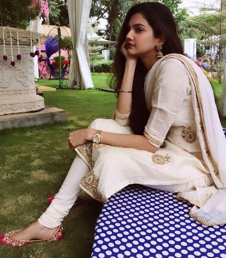 Bollywood Tadka,Ashrita Shetty images, Ashrita Shetty photos, Ashrita Shetty picture, Manish Pandey image,