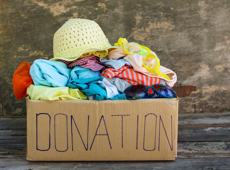 PunjabKesari,nari,donate clothes