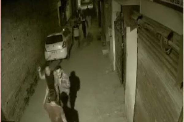 PunjabKesari, Hooliganism in Jalandhar, attack on family
