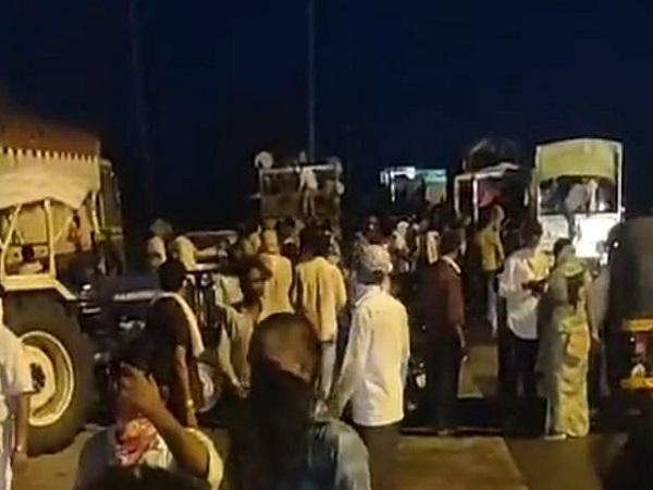PunjabKesari, Madhya Pradesh, Bhopal, Mla Vishnu Khatri, Lockdown, food to poor, help to poor