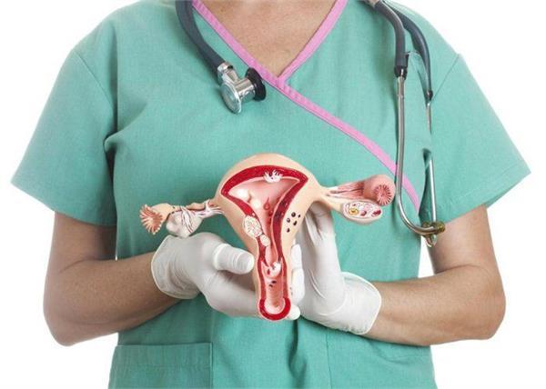 किन महिलाओं को है ओवरी कैंसर का अधिक खतरा, लक्षण पहचानें