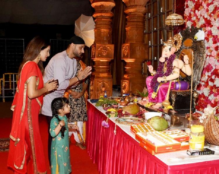 Bollywood Tadka, गीता बसरा इमेज, गीता बसरा फोटो, गीता बसरा पिक्चर, हरभजन सिंह इमेज,हरभजन सिंह फोटो,हरभजन सिंह पिक्चर