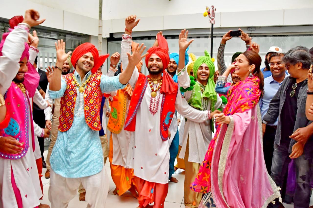 Bollywood Tadka, आलिया भट्ट इमेज, आलिया भट्ट फोटो, आलिया भट्ट पिक्चर, वरुण धवन इमेज, वरुण धवन फोटो, वरुण धवन पिक्चर