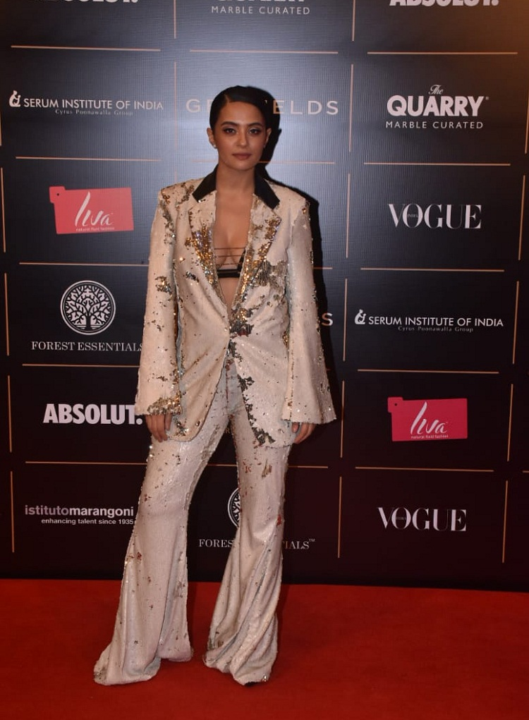 Bollywood Tadka,Surveen Chawla imgae,Surveen Chawla photo, Surveen Chawla picture