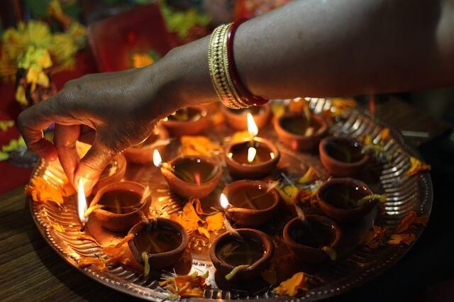 PunjabKesari, Dharam, Diwali, Diwali 2019, Deepawali 2019, दिवाली, दीपावली, Pauranik reason of lighting, Scientific reason for lighting, Kundli Tv Curiosity, दीपक, दीये, Deepak