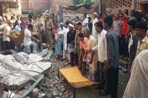 10 lakh help to relatives of dead in mau blast case
