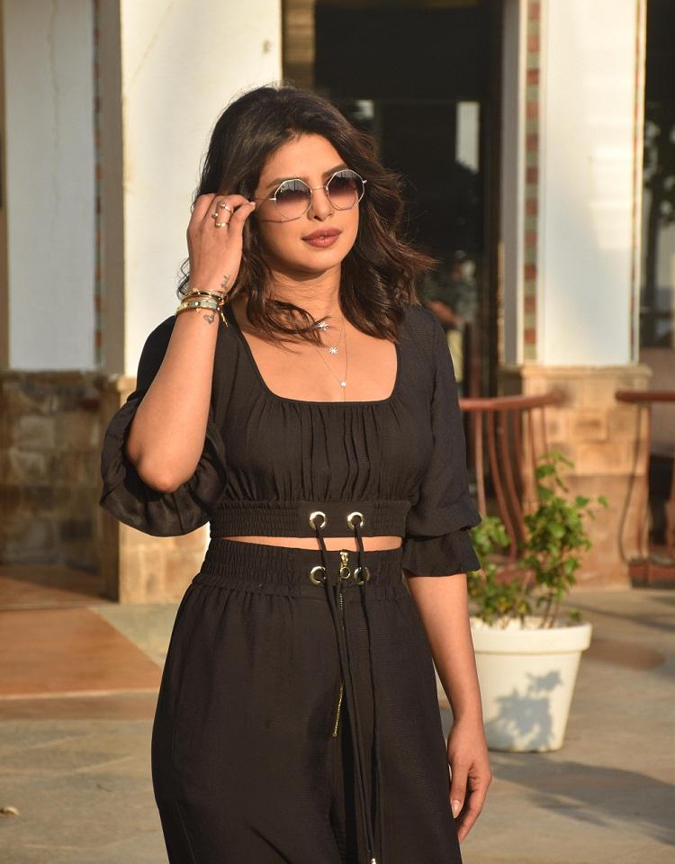 Bollywood Tadka,priyanka chopra image, priyanka chopra hd photo, priyanka chopra picture,