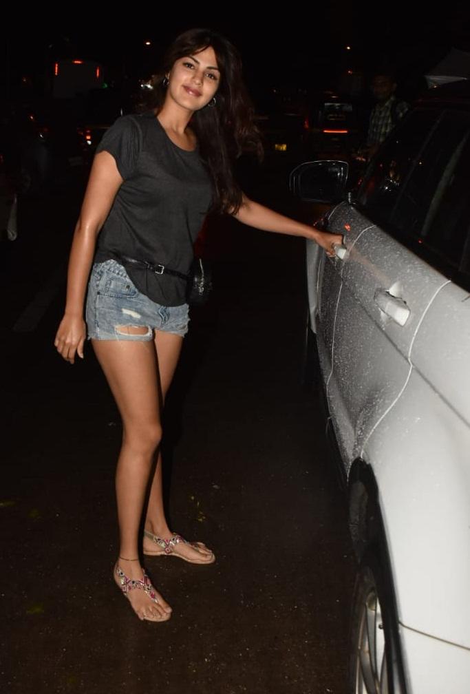 Bollywood Tadka,रिया चक्रवर्ती इमेज, रिया चक्रवर्ती फोटो,रिया चक्रवर्ती पिक्चर,