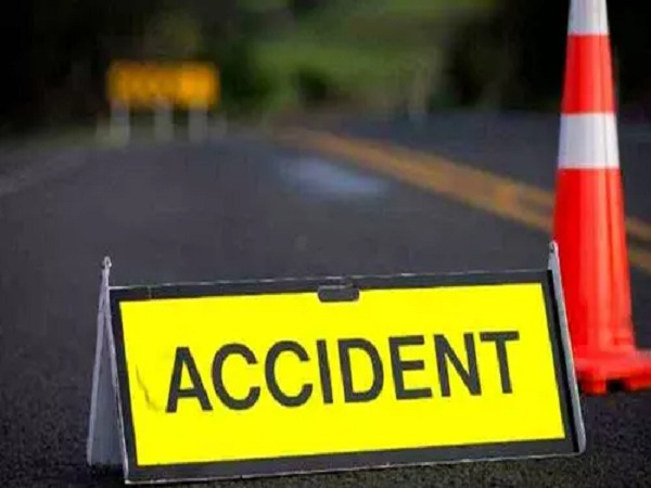 PunjabKesari, Madhya Pradesh news, Khargone news, road accident, car, 3 people killed, district hospital, post mortem, police