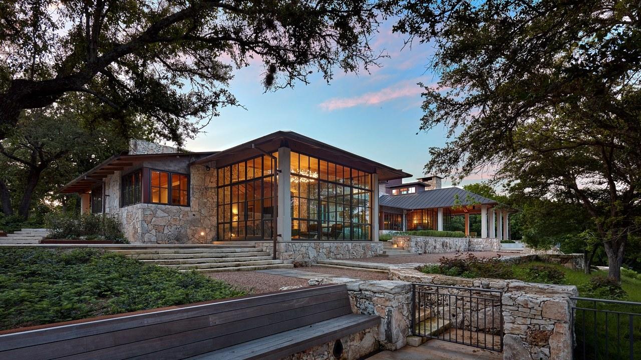 वास्तु शास्त्र के अनुसार घर बनवाने या जमीन खरीदने से पहले इन बातों का रखें ध्यान