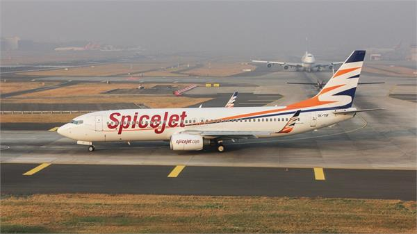spicejet s delhi adampur flight delayed by 25 minutes