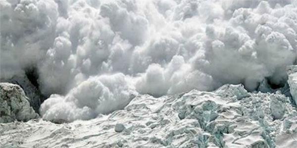 avalanche hits gulmarag area