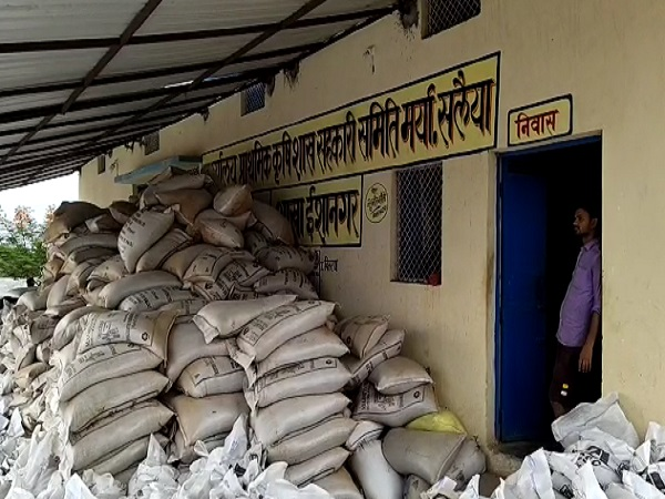 PunjabKesari, Madhya Pradesh, Chhatarpur, farmer, agricultural produce market, farmer beaten, police, case registered