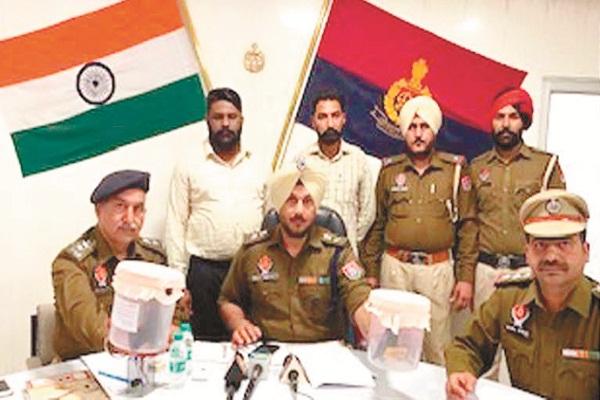 PunjabKesari, finance company was robbed in november 3 robbers controlled