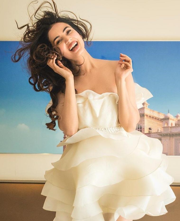 Bollywood Tadka, सोनल चौहान इमेज, सोनल चौहान फोटो, सोनल चौहान पिक्चर
