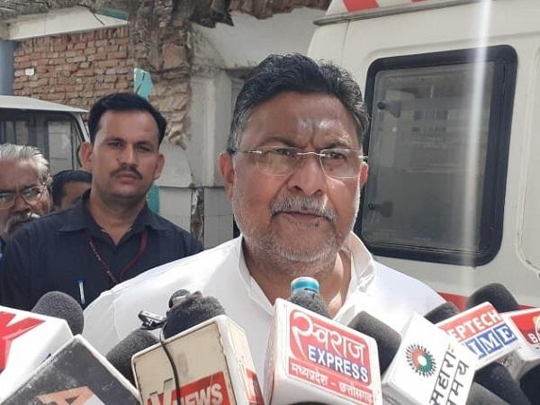 PunjabKesari, Madhya Pradesh, Chhatarpur, Congress, BJP, case registered, district administration, Madhya Pradesh elections, Madhya Pradesh by-election